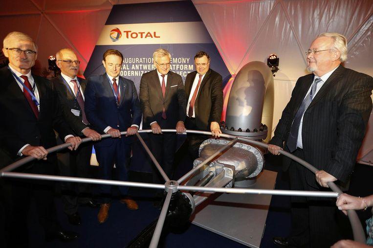 De plechtige inhuldiging gebeurde in aanwezigheid van politici Geert Bourgeois, Bart De Wever, Kris Peeters en Marc Van Peel.
