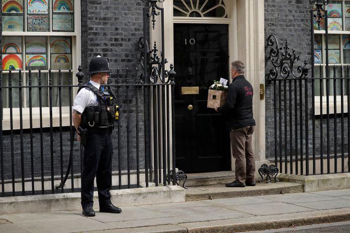 Bloemen worden woensdag afgeleverd bij 10 Downing Street, Johnsons ambtswoning in Londen