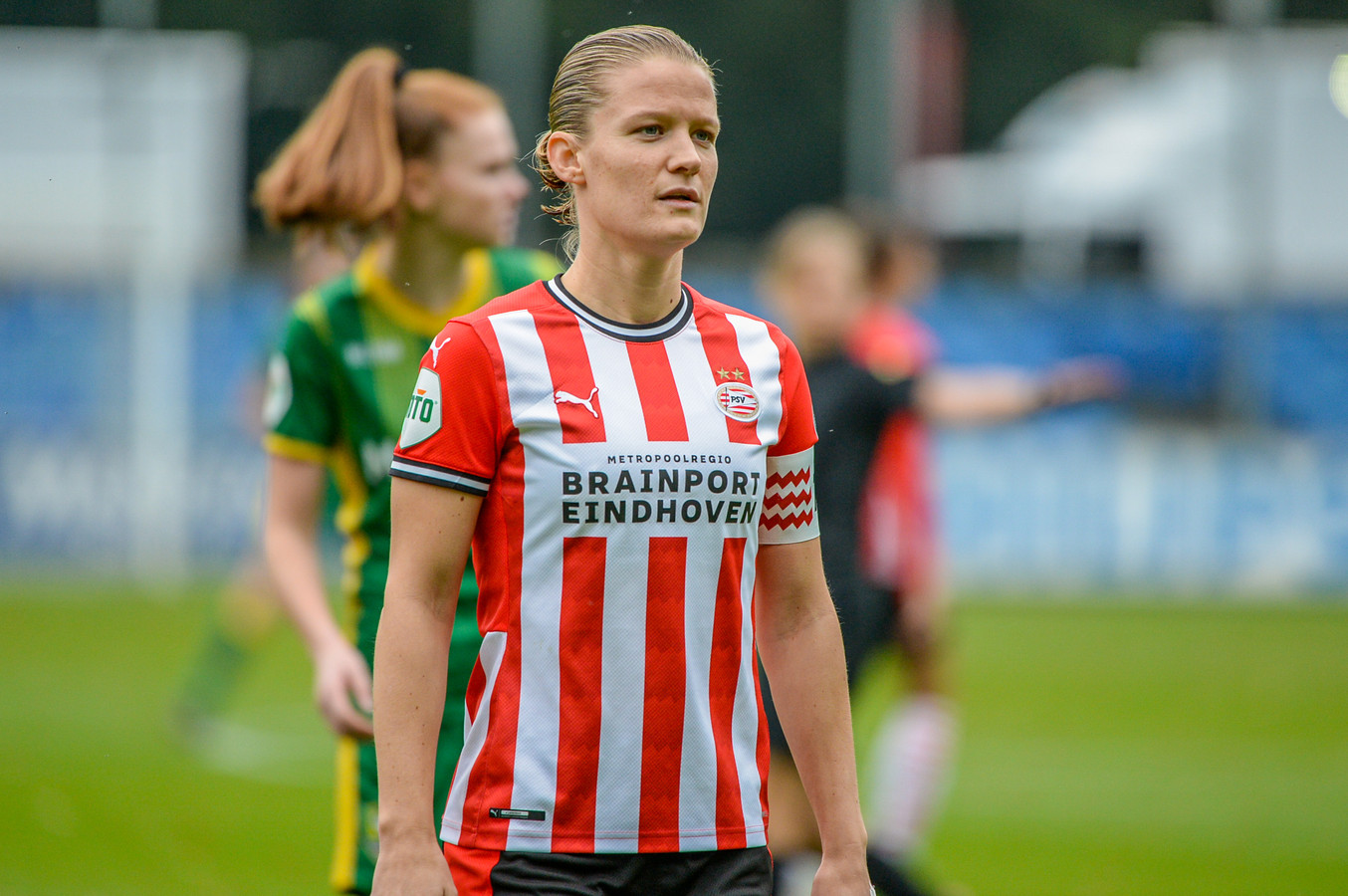 Mandy van den Berg eerder dit seizoen in actie toen ADO Den Haag in Eindhoven op bezoek ging bij PSV.