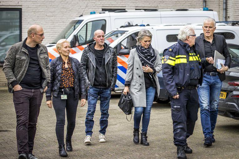 Berthie Verstappen, Peter Verstappen en Peter R. de Vries komen aan bij de rechtbank. Beeld ANP