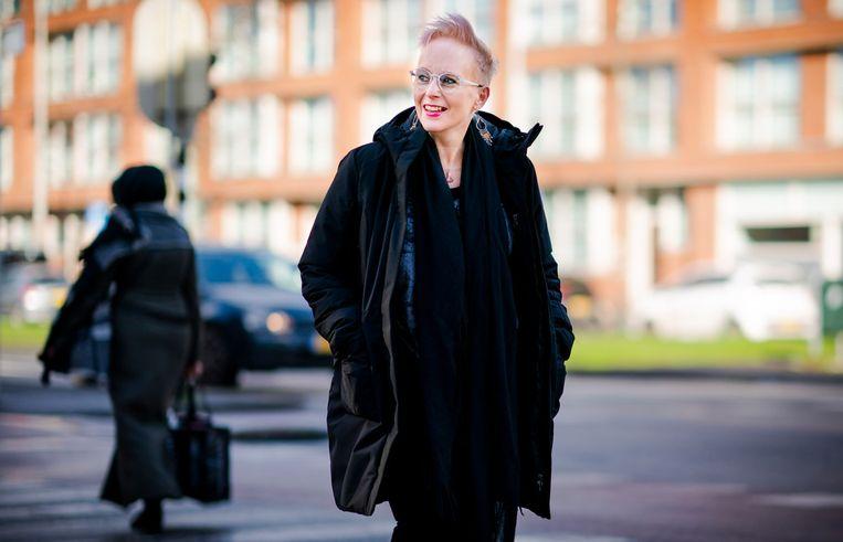 Sandra Ickenroth heeft een medicijn tegen MS dat niet meer wordt vergoed, terwijl ze er goed door kan lopen. Beeld Freek van den Bergh / de Volkskrant