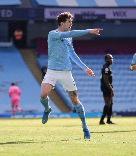 Scorende verdedigers Dias en Stones bezorgen Manchester City twintigste zege op rij
