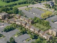Eerste schop in de grond bij 'Hof van Liz': Leusden straks 102 nieuwe woningen rijker
