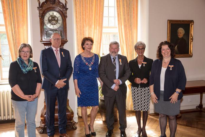 Burgemeester Blanksma reikte in Helmond de koninklijke onderscheidingen uit.