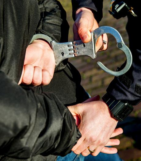 Handhavers in de gemeente Nissewaard krijgen ook handboeien