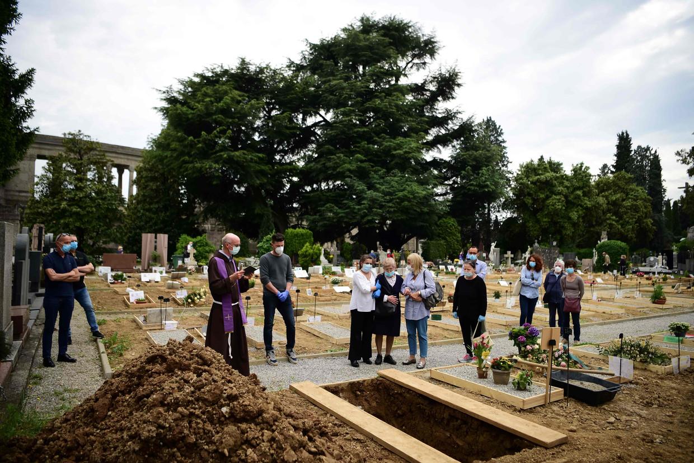 Een begrafenis in de Italiaanse stad Bergamo. Beeld AFP