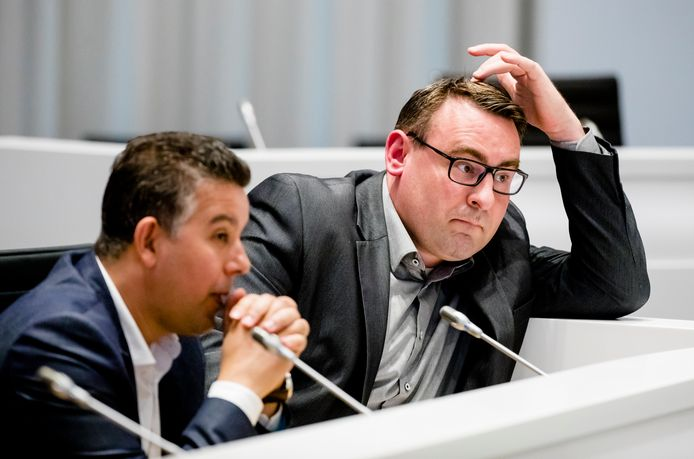 Wethouders Richard de Mos en Rachid Guernaoui worden verdacht van corruptie.