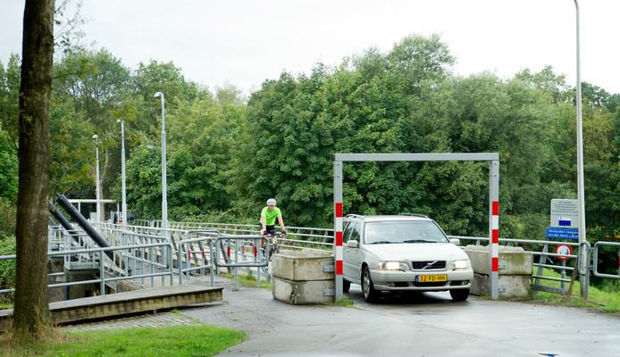 De brug over de stuw bij Junne is sinds februari 2017 afgesloten voor zwaar verkeer.