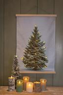 Een platte kerstboom past altijd, en is makkelijk oprolbaar om weer op te bergen