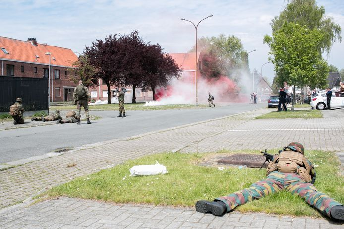 Archiefbeeld militaire oefening in de Baenslandstraat in Sint-Niklaas in 2017.