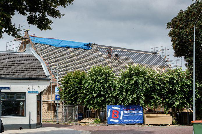 Theater De Schuur in Zevenbergen onderging een kleine twee jaar geleden een verbouwing. Het theater aan de Kerkstraat is volgens Henk Hendrikx knus, maar ook te klein.