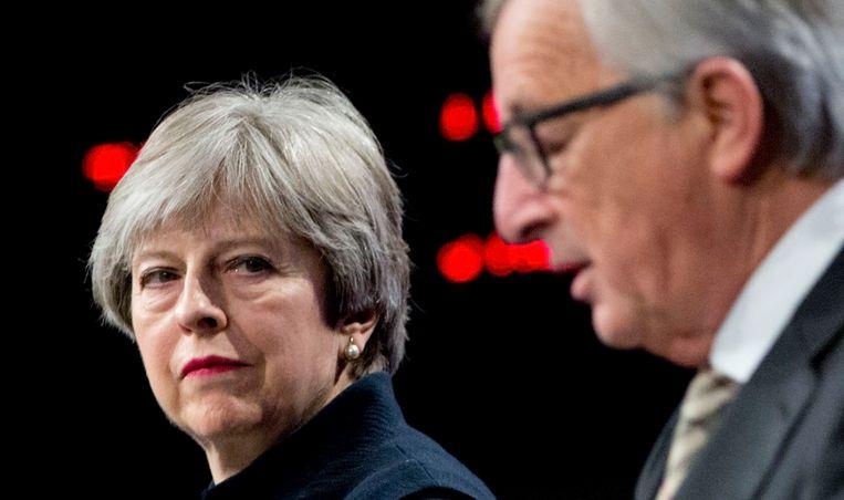 Brits premier Theresa May en Europees Commissievoorzitter Jean-Claude Juncker. Beeld AP