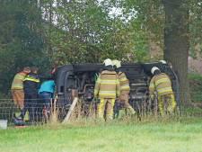 Balkbrugse brandweer bevrijdt bestuurder uit gekantelde auto