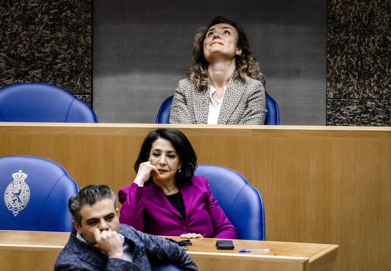 Vera Bergkamp (D66) hoort dat zij is verkozen tot de nieuwe voorzitter van de Tweede Kamer.  Beeld ANP