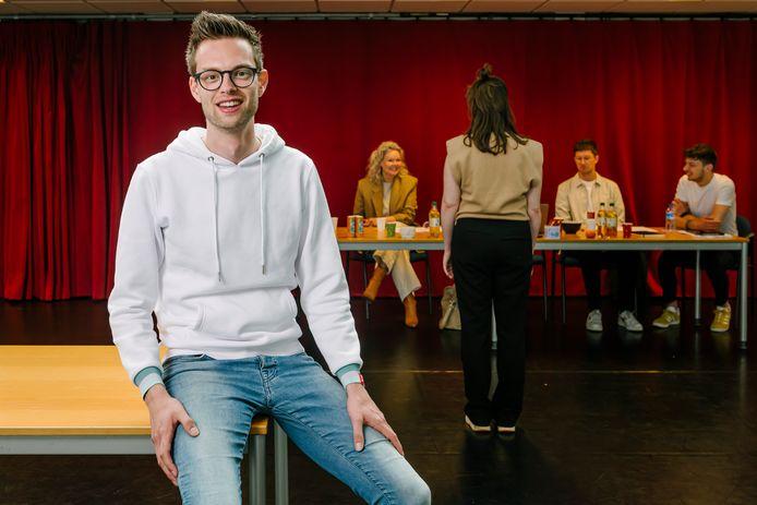 Musicalproducent Niels van Doormalen tijdens een auditie voor zijn nieuwe musical.