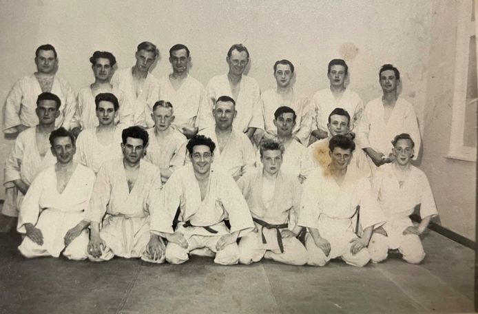 De eerste clubfoto in het oprichtingsjaar 1951. Judoclub Beveren was één van de eerste judoclubs in ons land.