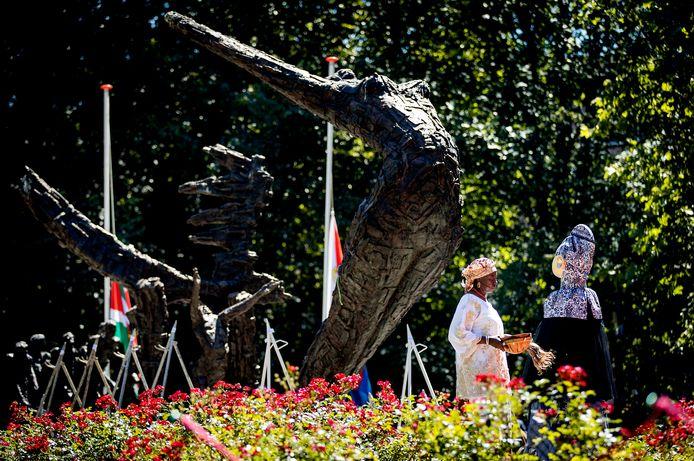 Het Nationaal Monument Slavernijverleden tijdens de nationale herdenking van de afschaffing van de slavernij in het Oosterpark in Amsterdam, ter illustratie.