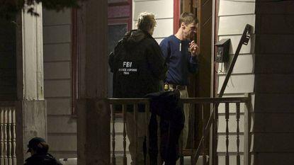 Buren zagen drie naakte vrouwen aan leiband in tuin gruwelhuis Cleveland