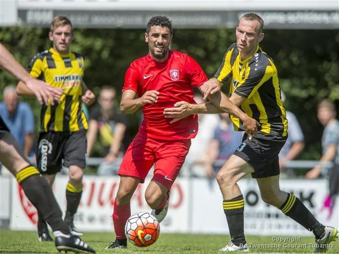 Beeld uit het oefenduel FC Twenterand-FC Twente uit 2015.