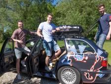 Jeffrey, Mark en Omri doen mee aan een rally door Europa: 'De echte challenge is niet of de auto het redt, maar of wij het samen uithouden'