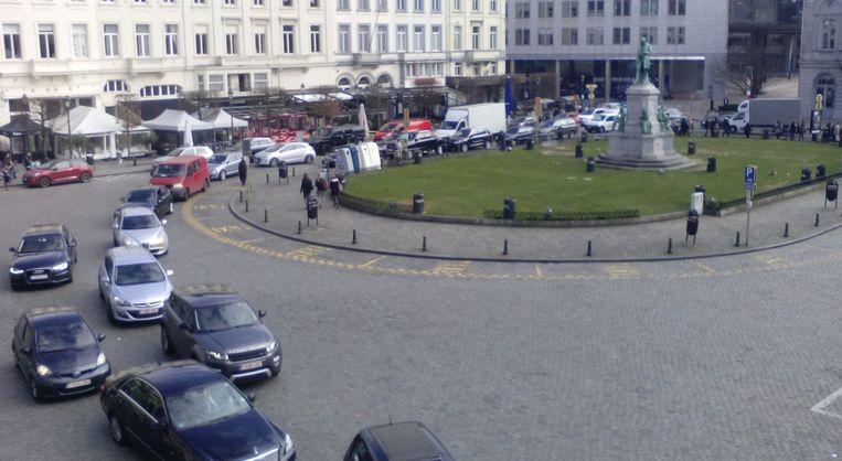 Verkeersdrukte op het Luxemburg, niet ver van het getroffen metrostation. Beeld Gosse Vuijk