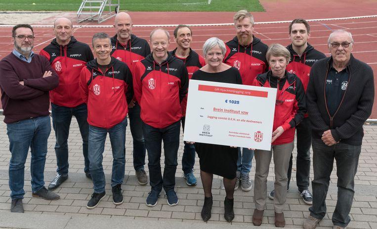 Net als vorig jaar schonk atletiekclub Olympic Essenbeek Halle een deel van de opbrengst van de Hyacintenjogging aan het goede doel.