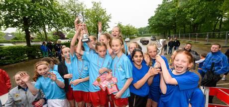 Fair Play Cup van Oldenzaalse Streetsoccer-toernooi voor Nutsschool