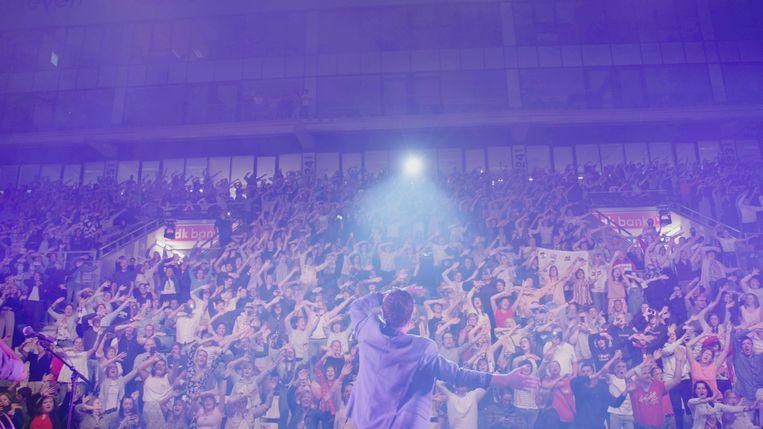 Een optreden van Niels Destadsbader in de Gentse Ghelamco Arena. Beeld VRT