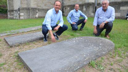 Kerkraad ontdekt belangrijke Denderleeuwse 'ere-consul' door oude grafsteen aan Sint-Amanduskerk
