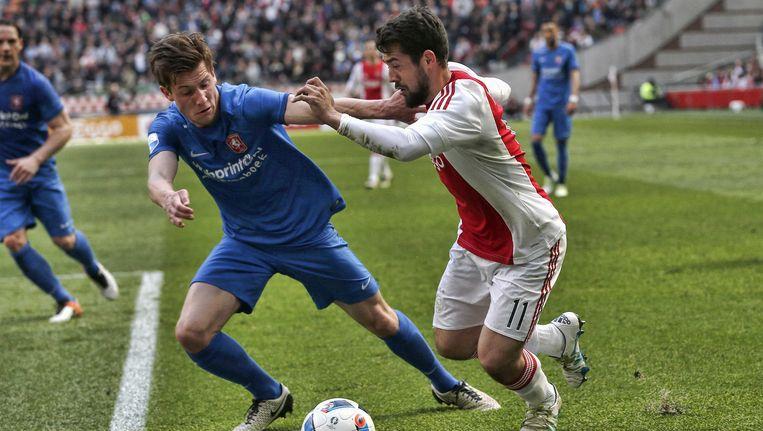 Amin Younes in actie tegen FC Twente. Beeld anp
