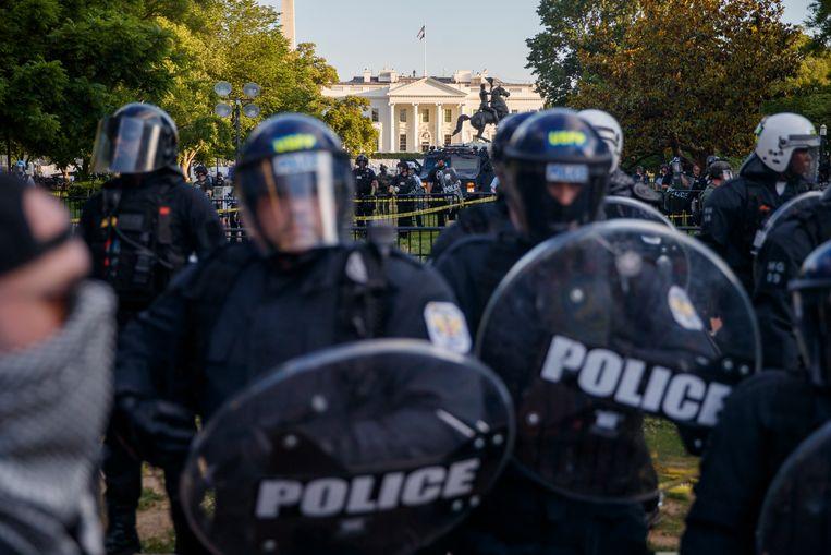 In Washington DC werd de buurt rond het Witte Huis omsingeld door betogers. Beeld EPA