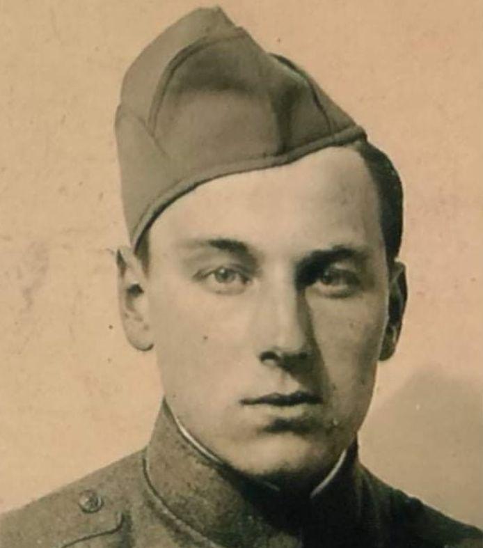 Wim als jonge soldaat. Hij nam deel aan de Slag om de Residentie op 10 mei 1940.