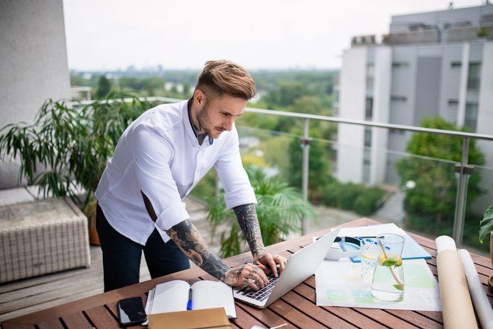 Zo kan je buiten werken met je laptop!