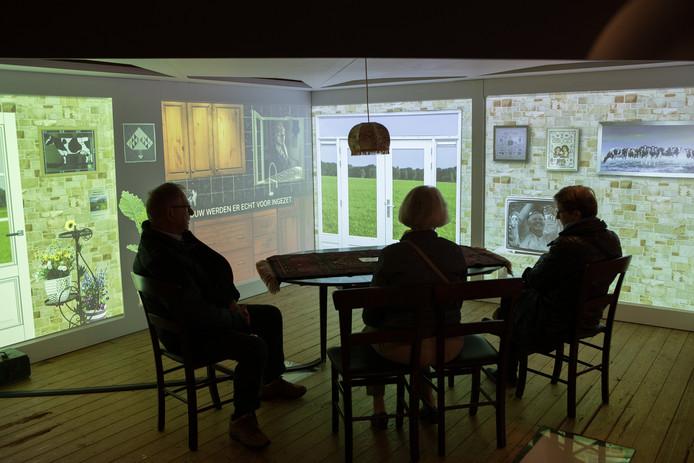 Een tentoonstelling in het verouderde museum De Laarman in Luttenberg. De komende jaren wordt volop verbouwd.