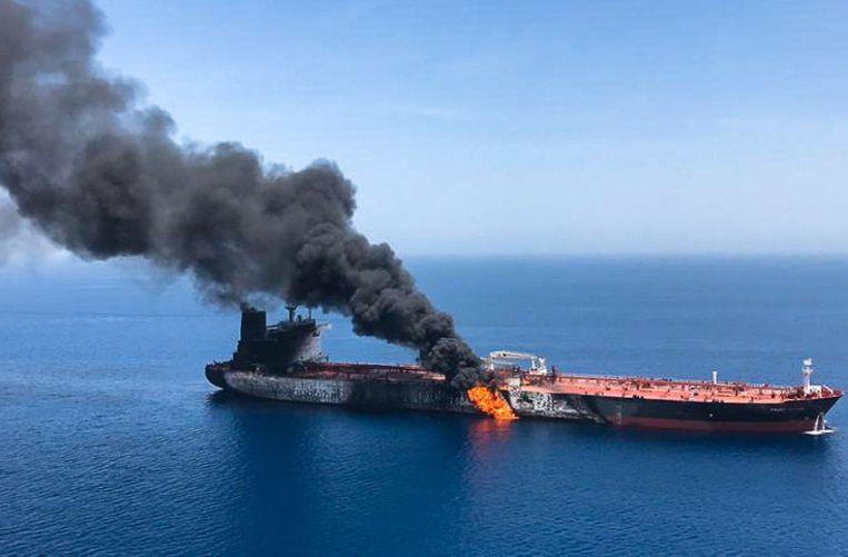 De Noorse olietanker Front Altair na de vermoedelijke aanval in de Golf van Oman.