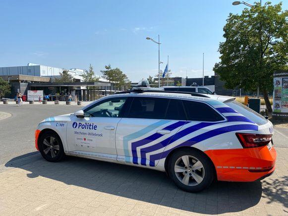 Jongen (6) verdrinkt in Nekker in Mechelen. Politie is ter plaatse en ondervraagt bezoekers.
