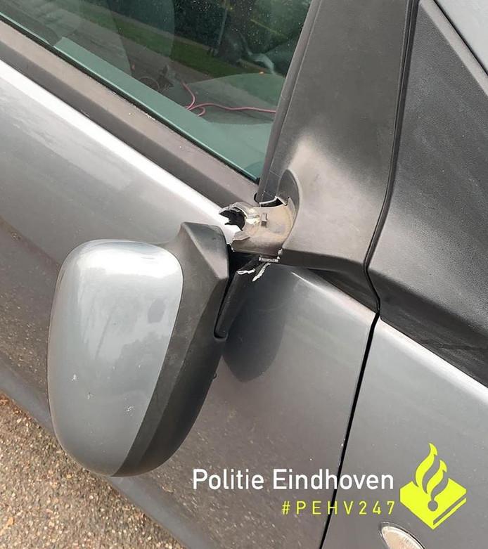Vernielde autospiegel in Eindhoven.