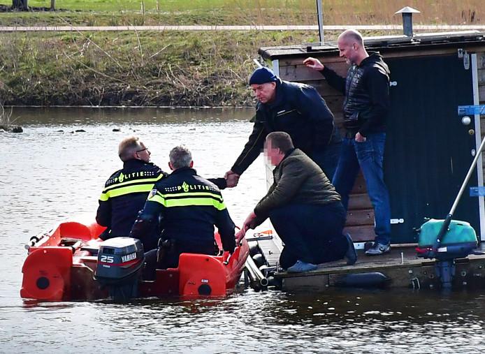 De politie is bezig met een reconstructie van het overlijden van Orlando Boldewijn. Hij werd 27 februari gevonden in het Bottgerwater in Den Haag.