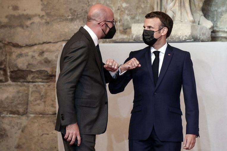Charles Michel, voorzitter van de Europese Raad, en de Franse president Emmanuel Macron. Beeld Photo News