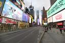 Een bijna uitgestorven Times Square, normaliter één van de drukste plekken van New York, in maart 2020 tijdens de coronacrisis. In New York overleden tot op heden bijna 30.000 mensen aan corona.