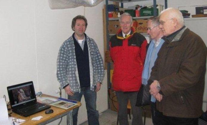 Het bestuur van de Stichting tot Instandhouding en Behoud Needse beelden is vorige week zaterdag op bezoek geweest bij kunstenaar Adriaan van Rossem in Nijmegen.