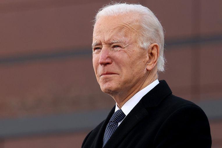Joe Biden is dinsdag tot tranen toe geroerd bij een kazerne van de Nationale Garde in de staat Delaware, die is vernoemd naar zijn overleden zoon Beau.  Beeld AFP