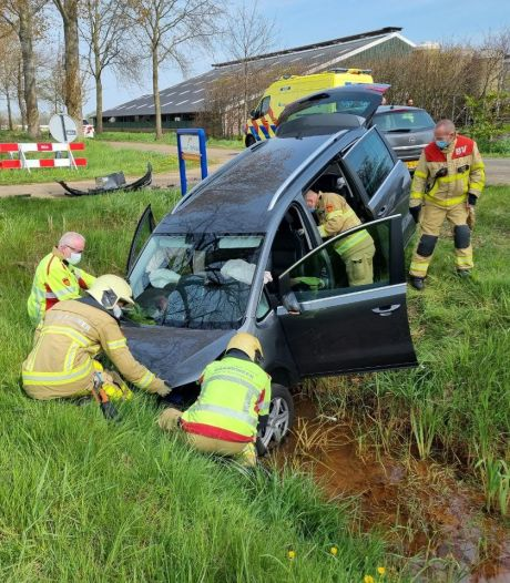 Twee gewonden bij ongeluk Zieuwent, brandweer voorkomt autobrand
