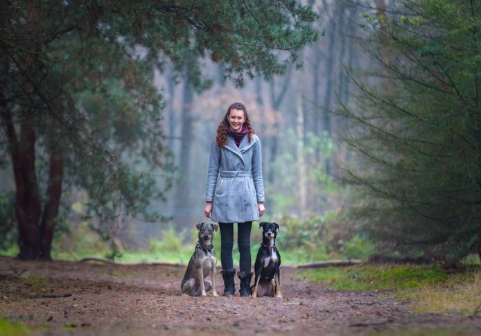 Hondengedragsdeskundige Ilvy Maas met haar honden.