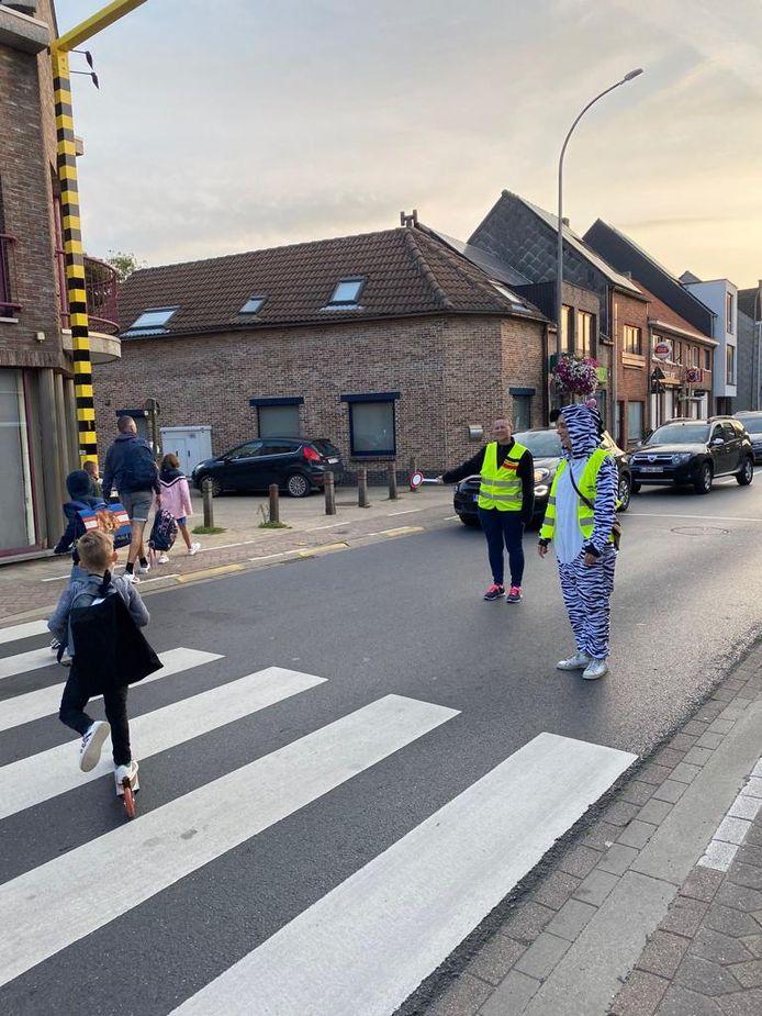 Eerder deze week werd ook al 'levende signalisatie' ingezet in de schoolomgeving.