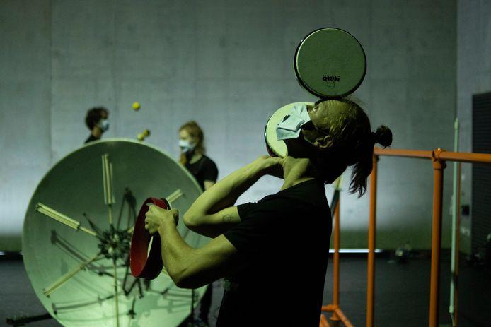 Souds Like Jugglink: jongleren met zelfgemaakte instrumenten.