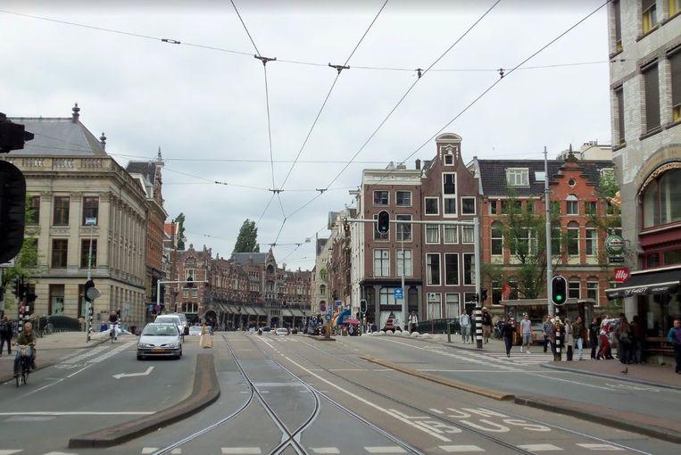 Acht van de negen vaste bruggen op de route tussen Raadhuisstraat tot aan het Mercatorplein zijn honderd jaar oud en worden helemaal vervangen.  Beeld Streetview