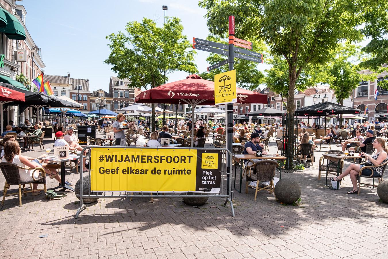 Na de eerste lockdown mochten terrassen in Amersfoort in de 1,5 meter-inrichting uitbreiden om de horeca wat lucht te geven.