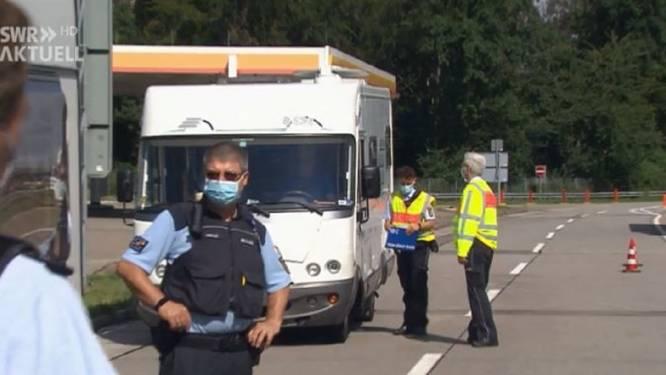 Nederlandse 'toerist' betrapt met rijdende wapenkamer vol Tsjechisch schiettuig