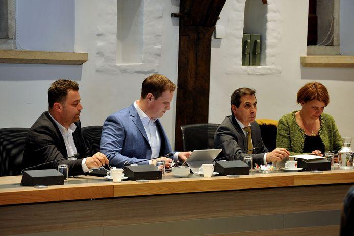 De fractie van D66 tijdens een raadsvergadering:Osman Bosuguy,Kevin Noels, Ahmet Polat en Karin Castelijn (vlnr).